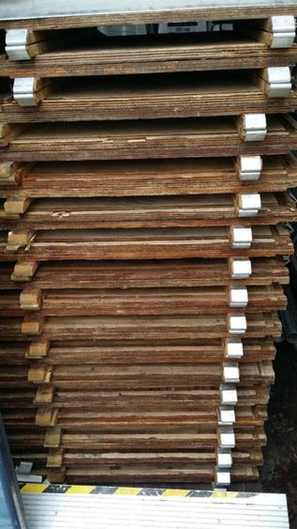 16' x 16' wooden webloc dance floor