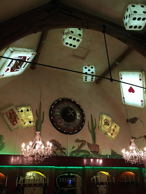 Illuminated decor playing cards