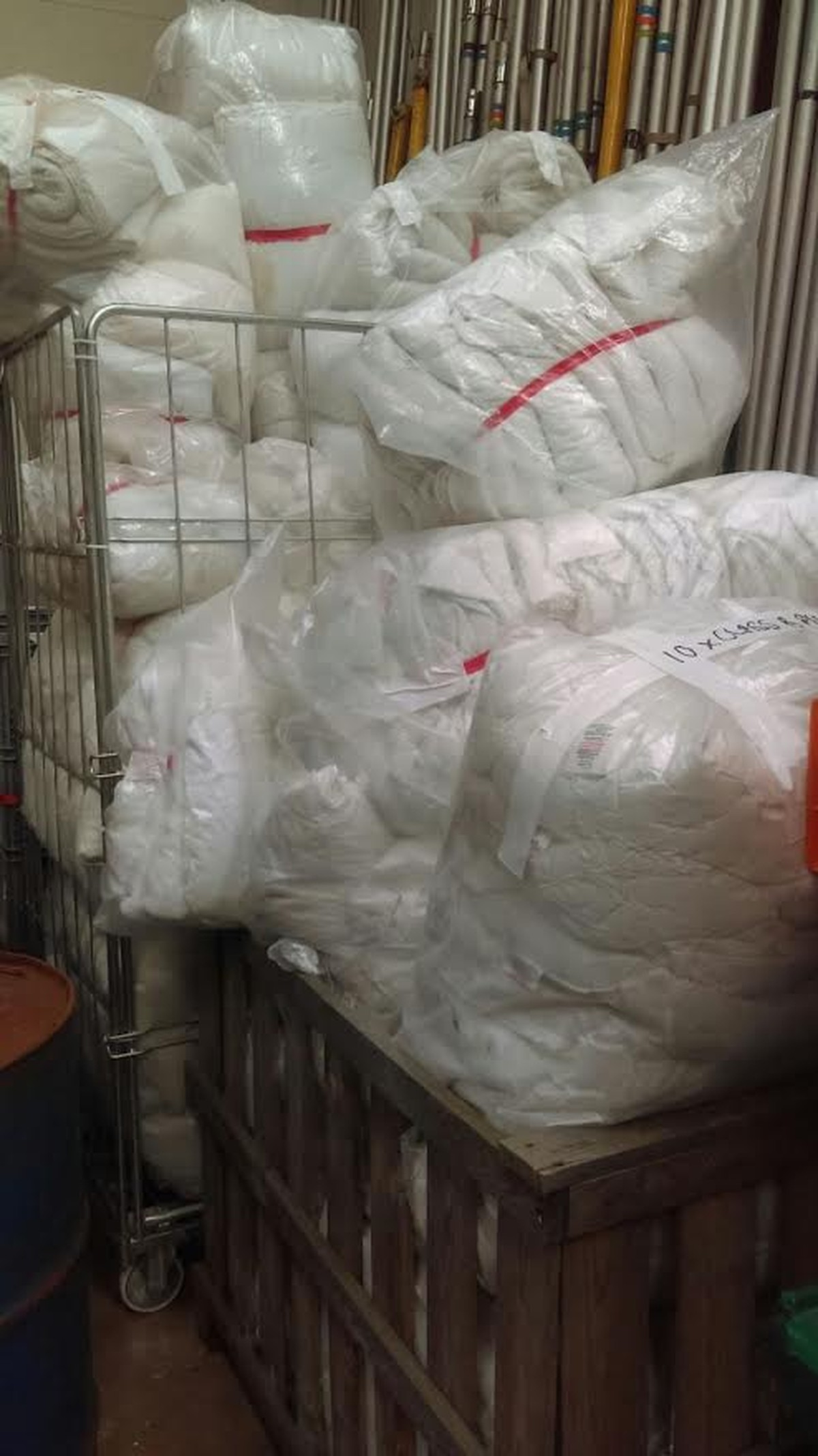 Secondhand hotel furniture bed linen duvets sheets for Hotel pillows for sale philippines