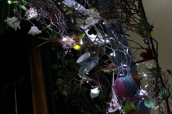 Alice In Wonderland Arch Decorations