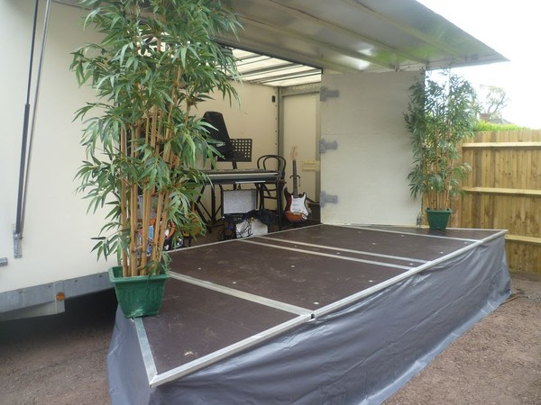Fold out stage with roof