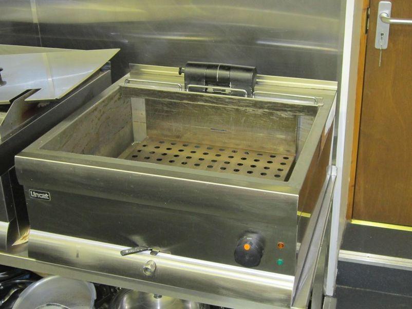 Lincat Countertop Fryer (single tank) - Cumbria 1