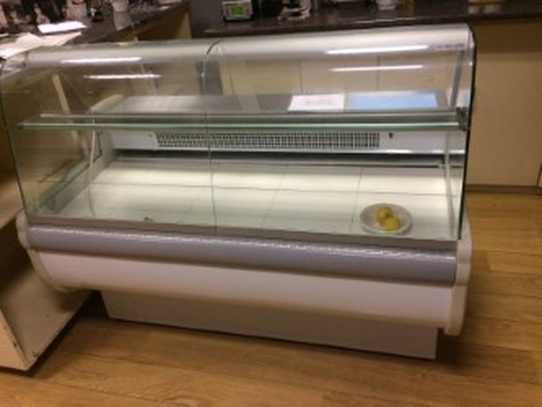 Igloo Rota 150 1.5m Slimline Curved Glass Serve Oven Counter