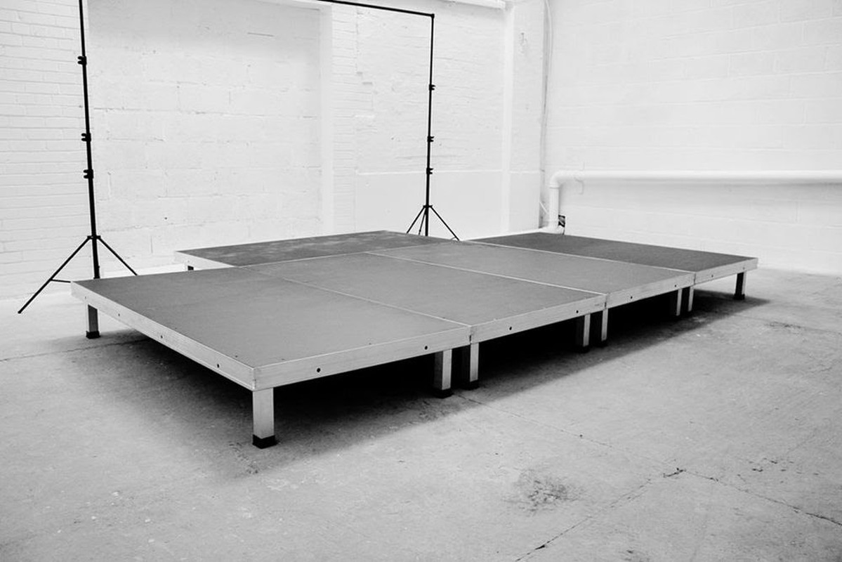 secondhand sound and lighting equipment stage decks 5 pieces of 2m x 1m alustage portable. Black Bedroom Furniture Sets. Home Design Ideas