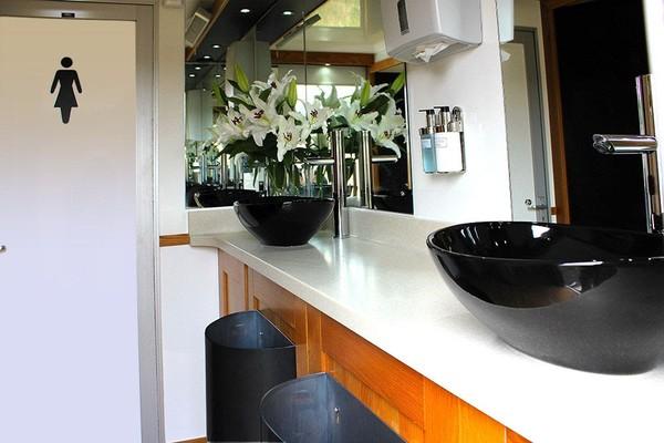 Luxury toilet trailer for sale