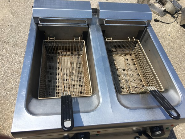 2 x 9 Ltr Twin Tank Fryer With 2 Baskets