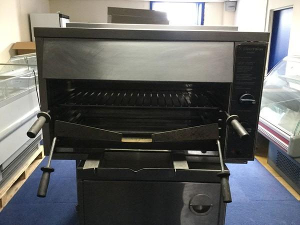 Salamander gas grill