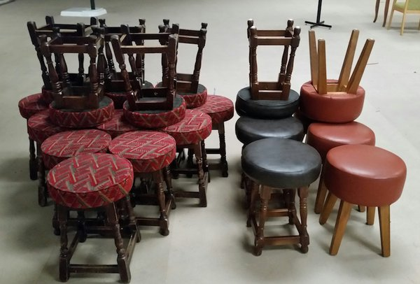 Collection of Low bar stools - Derby