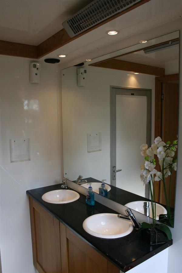 2+1 4 Door Luxury Toilet Trailer