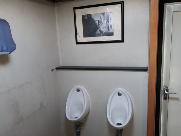 3+2 toilet trailer with urinals