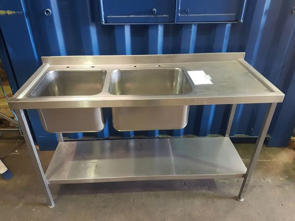 Double bowl sink with right hand drainer