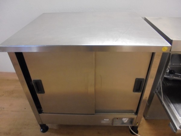 Electric hot cupboard