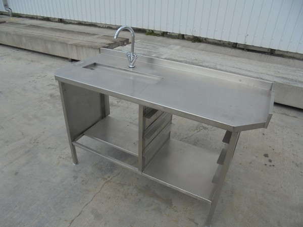 Stainless Steel Table With Tap (5545)