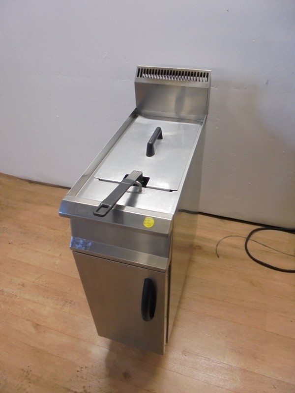Free standing gas fryer