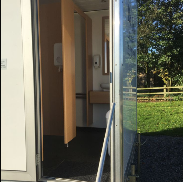 Solar charging toilet trailer for sale