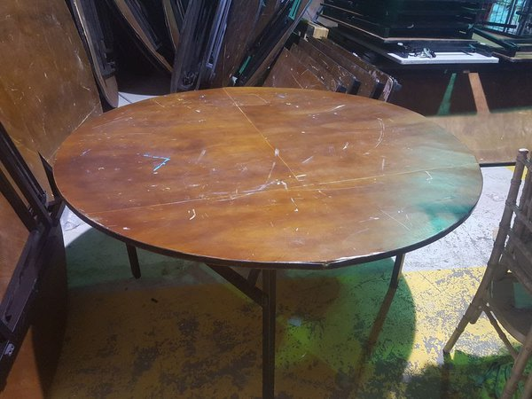 Round banqueting tables for sale