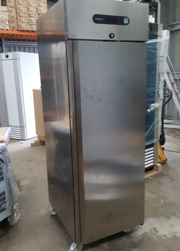 Commercial upright fridge fale