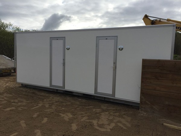 Ground Mounted 4 + 2 Luxury Toilet Unit