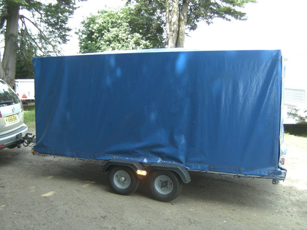 750kg covered trailer