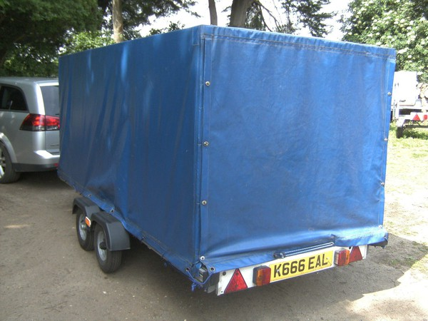 Twin axle covered 750kg trailer