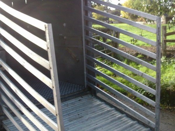 Aluminium cattle gates