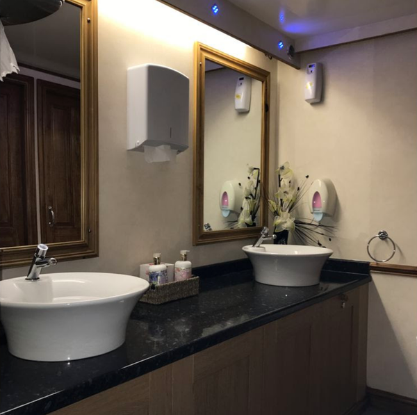 Secondhand luxury toilet trailer
