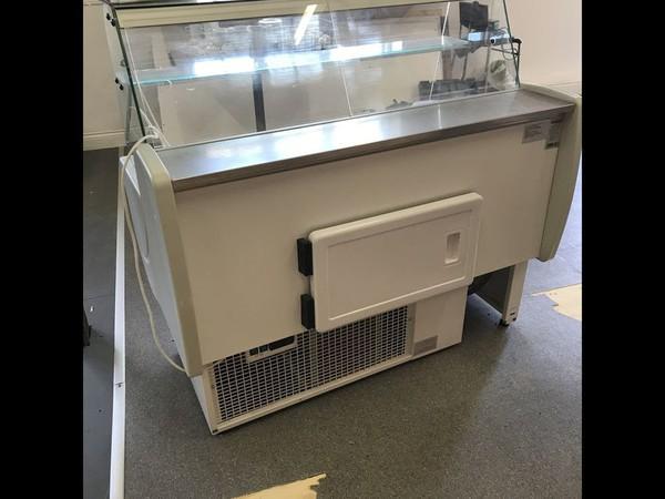 Igloo Counter Display Fridge