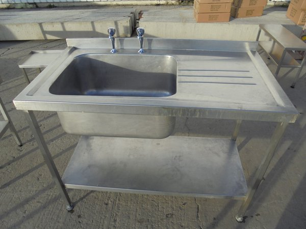 1.2m single sink with right hand drainer.