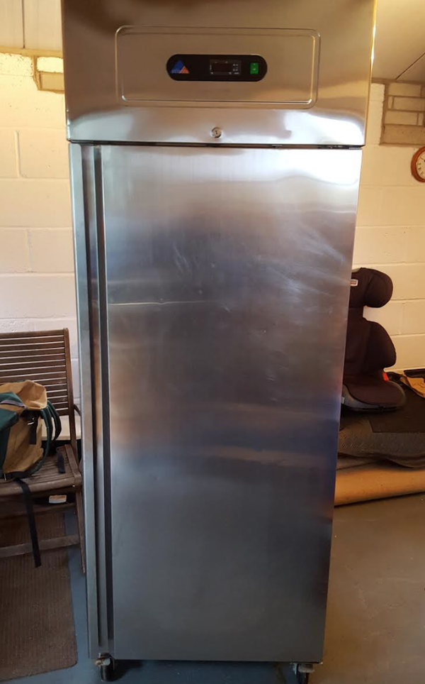 Upright artikcold fridge