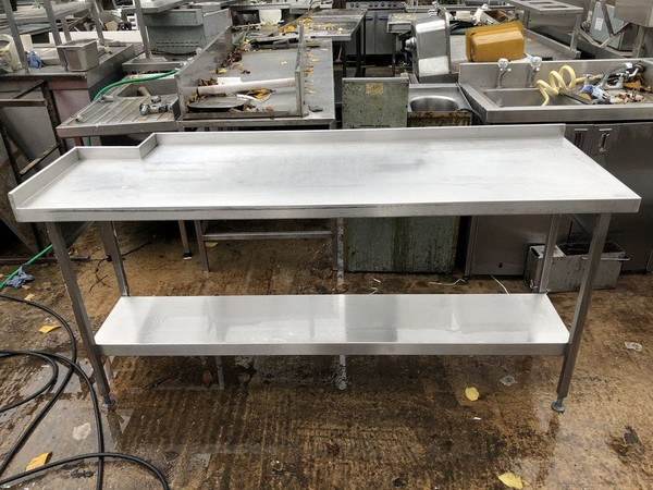 Corner steel table