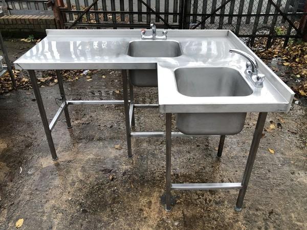 Corner sink unit
