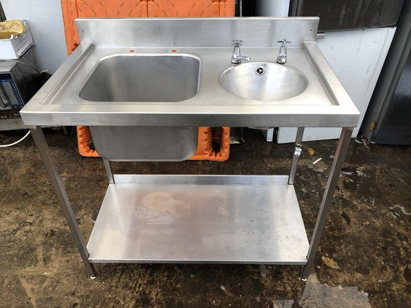 Steel sink with hand basin