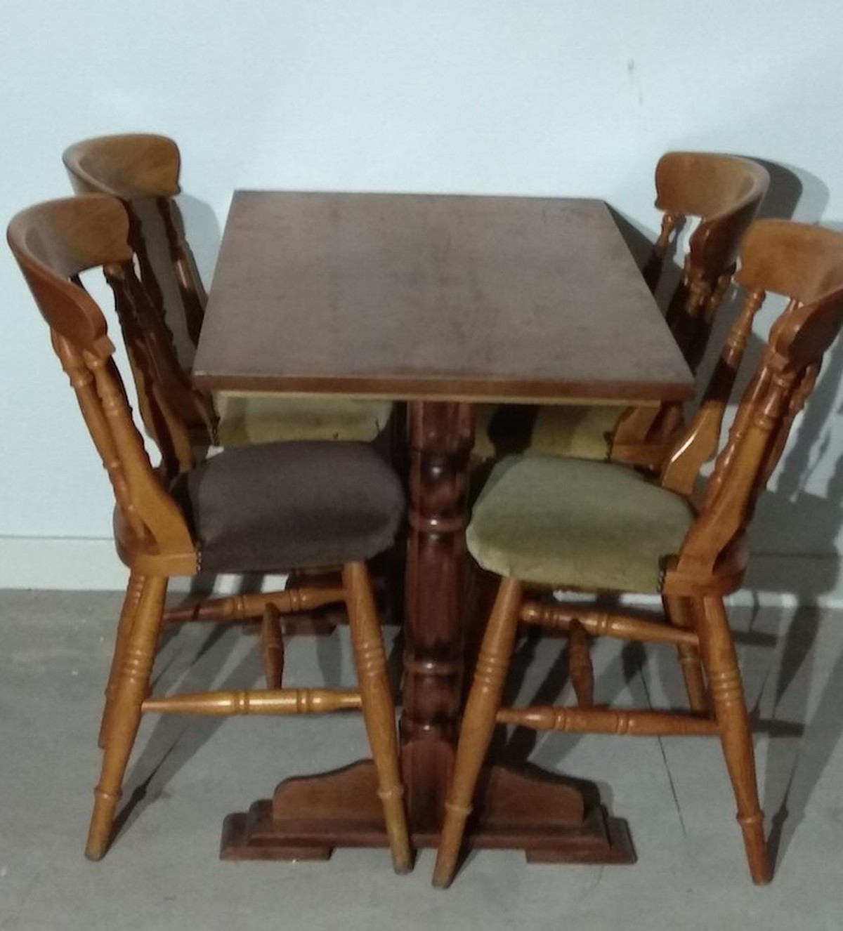 Secondhand chairs and tables pub and bar furniture 44x for 11x table