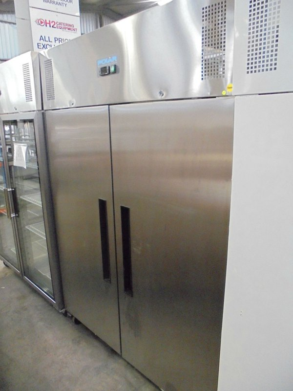 Double door upright freezer