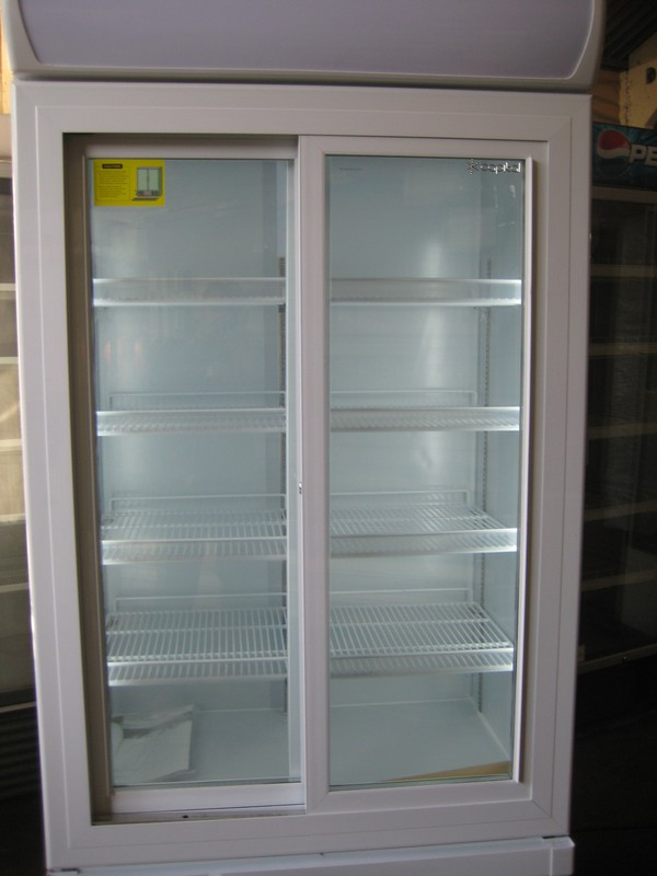 Sliding door display chiller