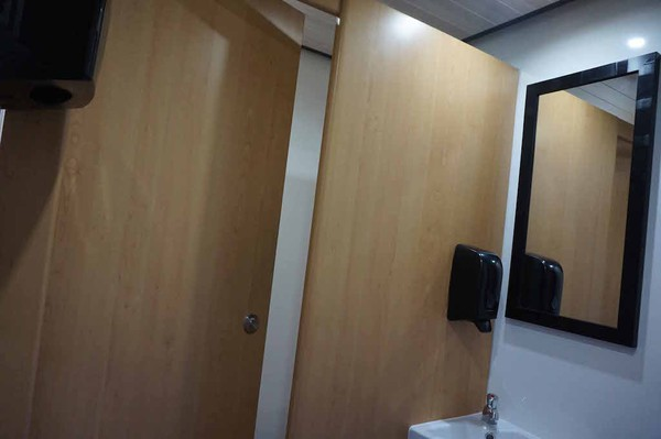 10' x 6' Oak 2+1 Fresh/Grey Water Flush Portable Toilet