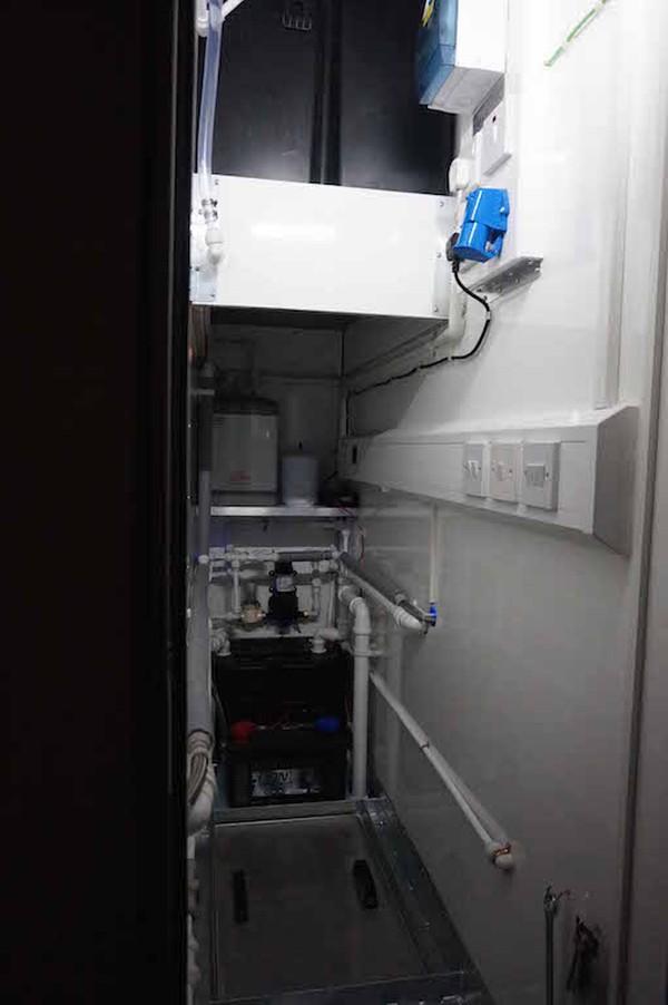 Shaw Services 10' x 6' Oak 2+1 Fresh/Grey Water Flush Mobile Toilet