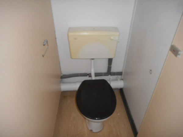 Used 2 + 1 toilet cabin