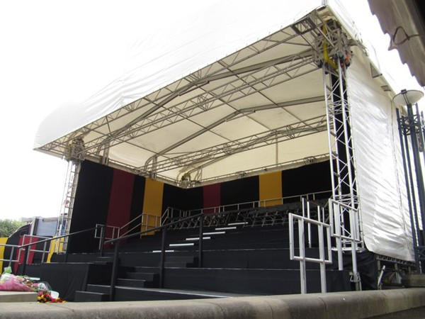 Ground supported truss stage system