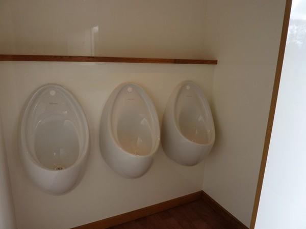 Secondhand toilet trailer
