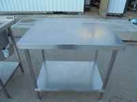 900mm x 600mm stainless steel table