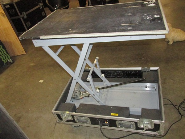 Projector stand lift