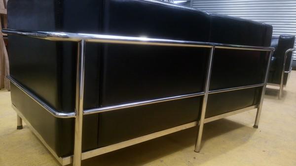 Black Leather Le Corbusier sofa
