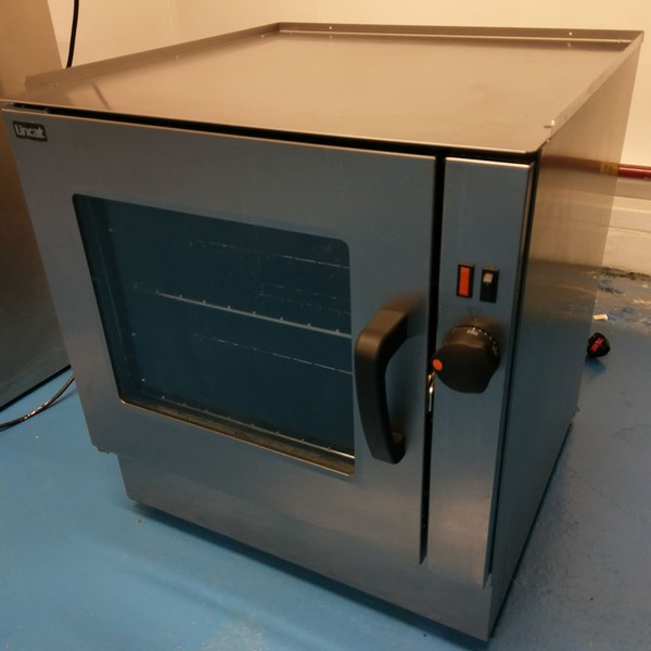 Oven with glass door