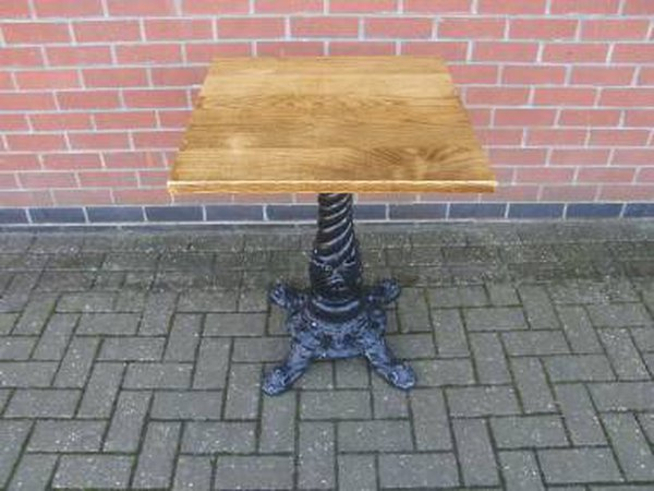 Pedestal Table With Cast Base