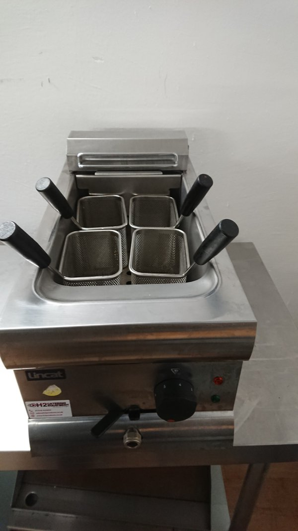 Used Lincat PB33 Stainless Steel Table Top Pasta Boiler.