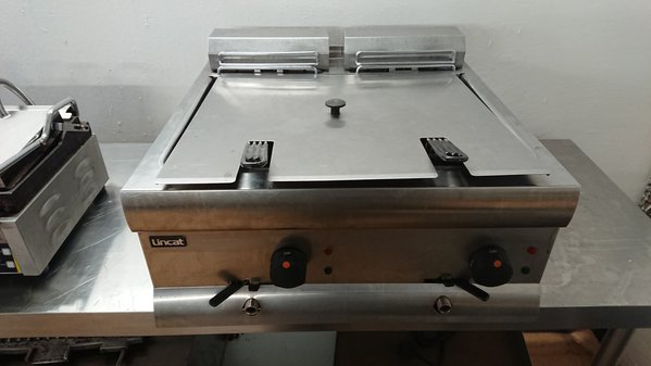 Used Lincat DF612 Stainless Steel Twin Tank Double Table Top Fryer	(6302)