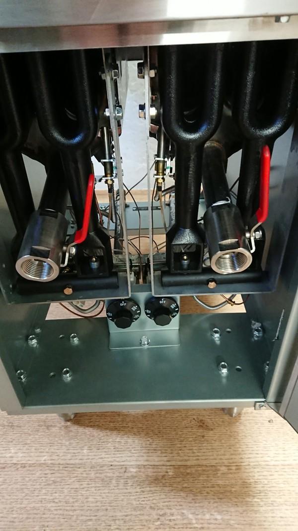 Twin tank gas fryer