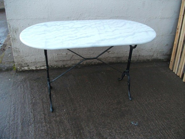 Oval tables for sale