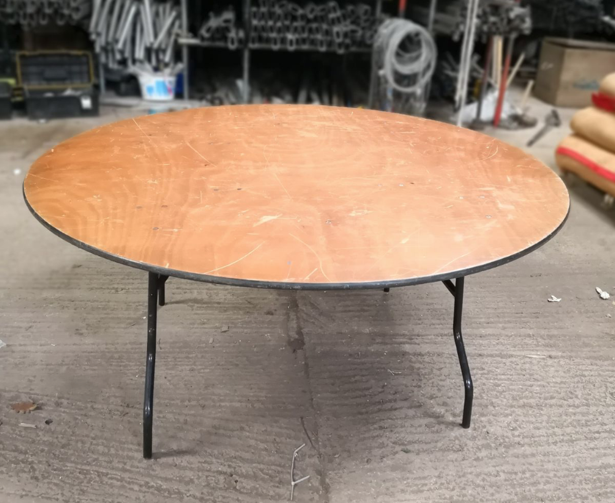 secondhand chairs and tables round tables with folding legs 13x 5ft6 round tables exeter. Black Bedroom Furniture Sets. Home Design Ideas